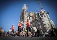 Barcelona Marathon runners and Sagrada Familia